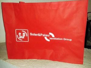 bolsa ecologica grande roja con fuelle de 20 cm